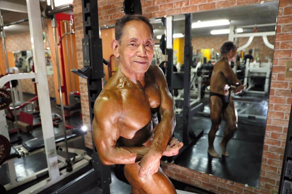 81歳のボディビルダー金澤利翼さん
