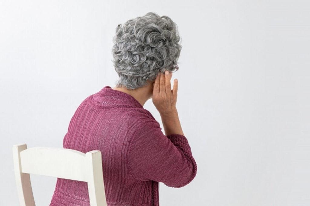 高齢者は高い音が聞こえない