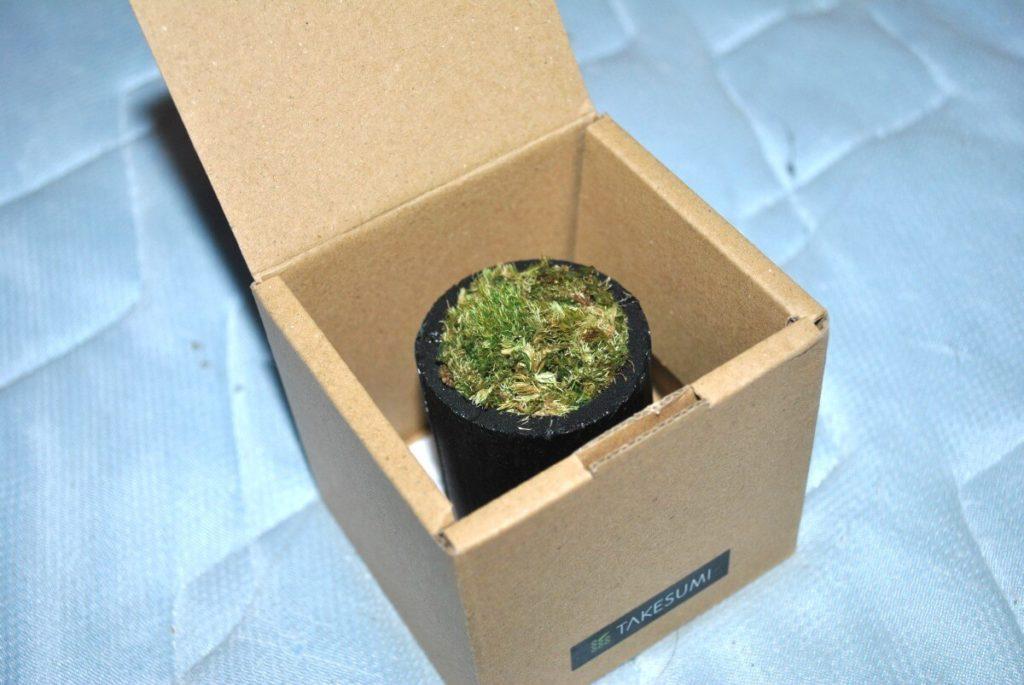 飾り竹炭が箱で丁寧に郵送されてきました