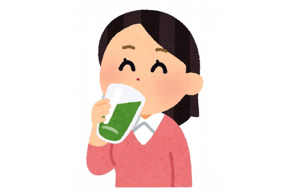山英乳酸発酵茶を飲む中高年